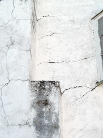 horizontal vertical surface cracking in stucco