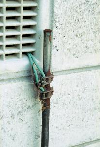 earthwire correctly connected earthing stake
